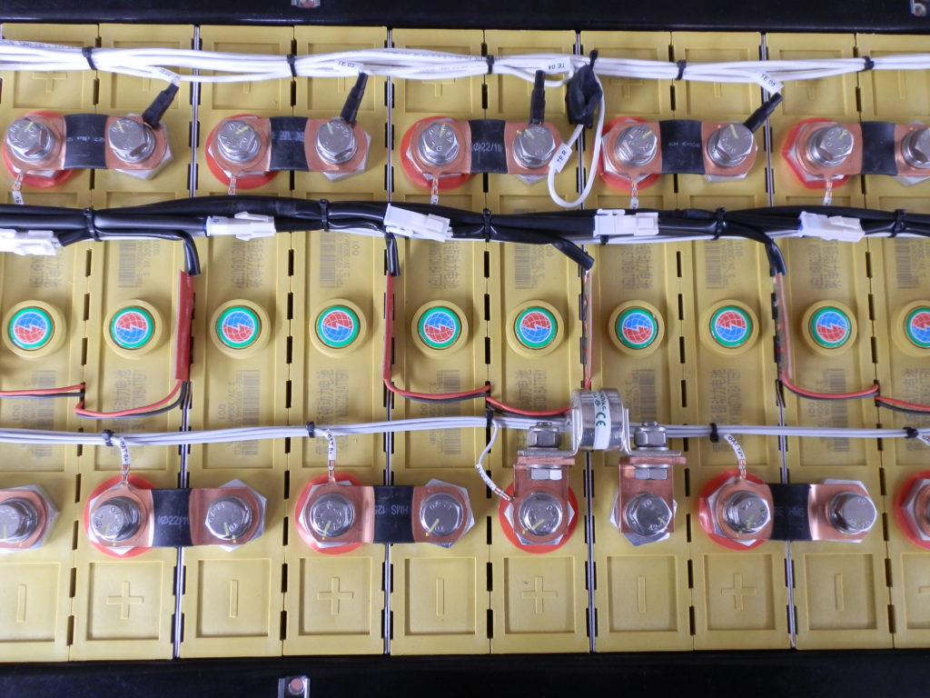 Dettaglio cablaggio pacco batterie per autobus elettrico