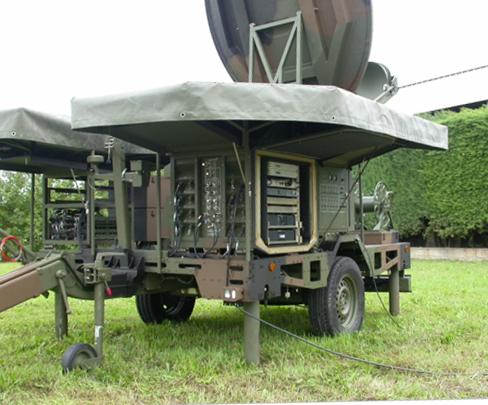 Trasmettitore satellitare multibanda